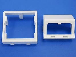 45 x 45mm adapter and one 1/2 size sloped module insert. Dep